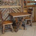 Стол под старину Э0201-03(М) в интерьере кафе