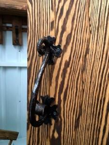 Кованные дверные ручки